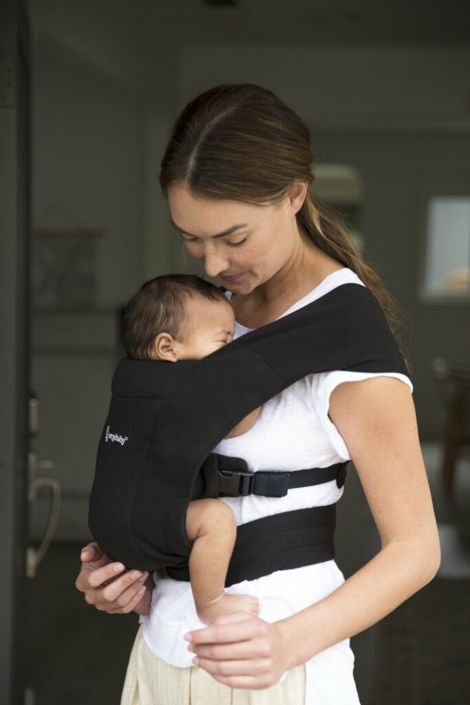 Picking The Right Baby Carrier For Your Baby - the benefits of using a baby carrier