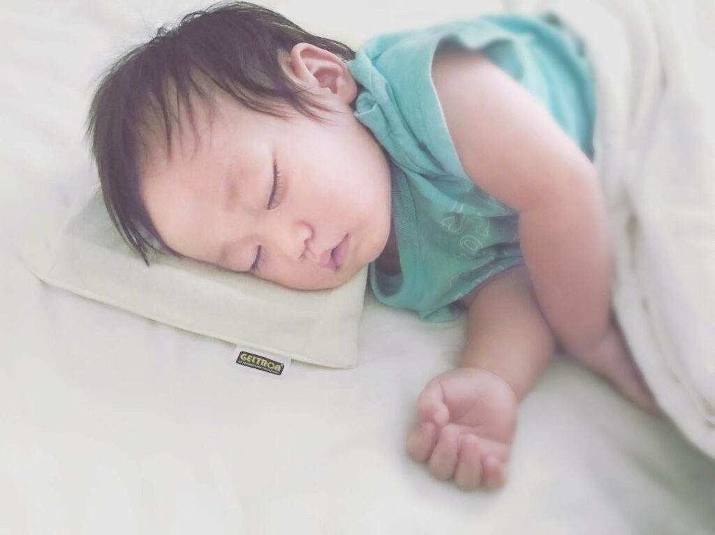 baby sleeping on geltron pillow